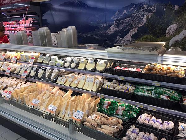 Colonnina-igienizzante-mani-supermercati